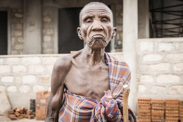 Personen Mann hungern Dorf Nariokotome
